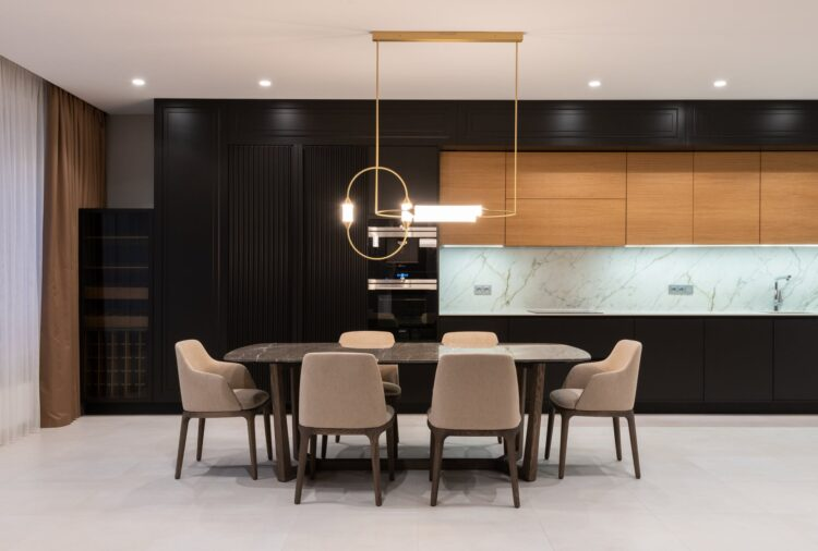 The most luxurious Floor wind light columns and its uses.